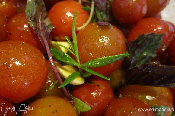 Порезанный чеснок, бальзамический уксус, оливковое масло.