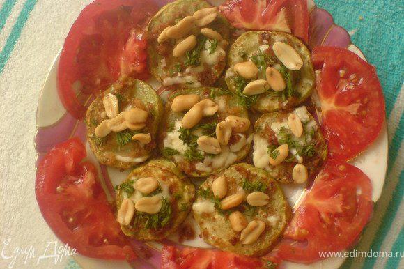 посыпать мелко нарезанным укропом и арахисом. Арахис ,при желании можно измельчить,украсить помидором.