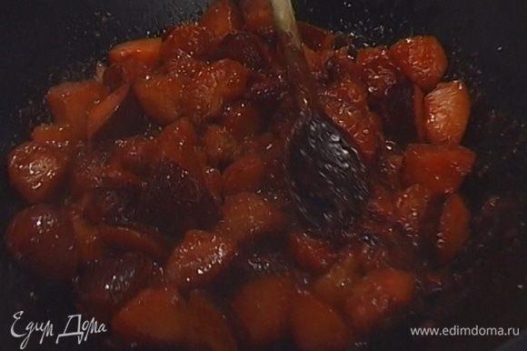 Всыпать мускатный орех и соль по вкусу, перемешать и протереть через сито. Этот соус хорошо хранится в холодильнике.