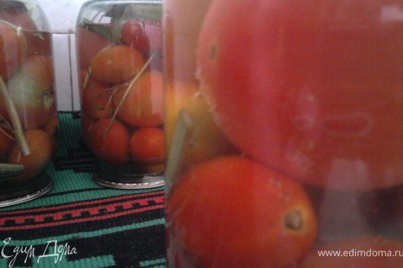 Те, кто не стерилизует помидоры, возможно, и не захотят возиться, но если вспомнить о результате, то, может, и стоит?