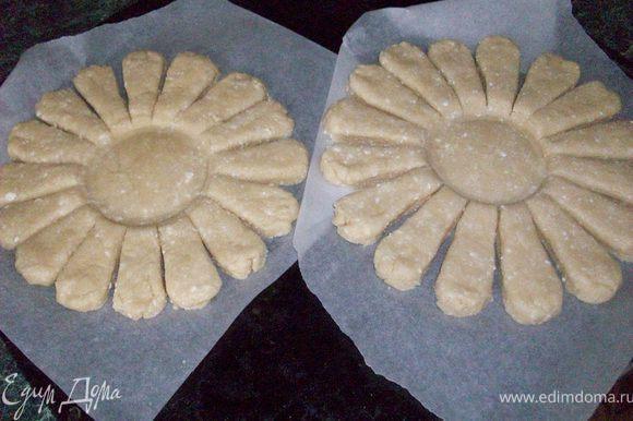 уберите чашку, испеките пирог в разогретой духовке до 180 градусов, до золотистого цвета, около 20-25 минут.