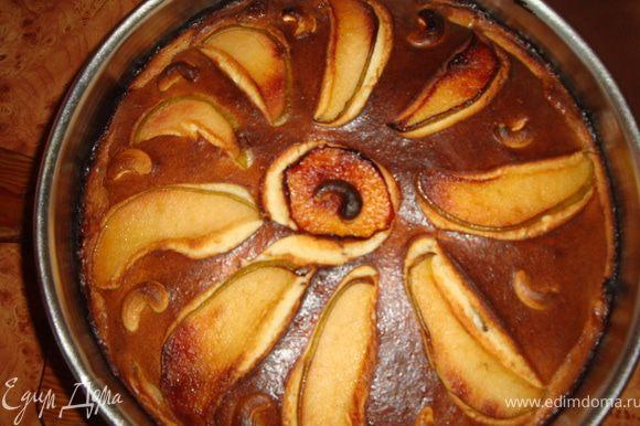 Отправляем в разогретую духовку (ориентируйтесь сами на сколько). В моей газовой духовке, разогретой до 180 градусов, пирог выпекался 45-50 минут. Вот такая красота вышла.