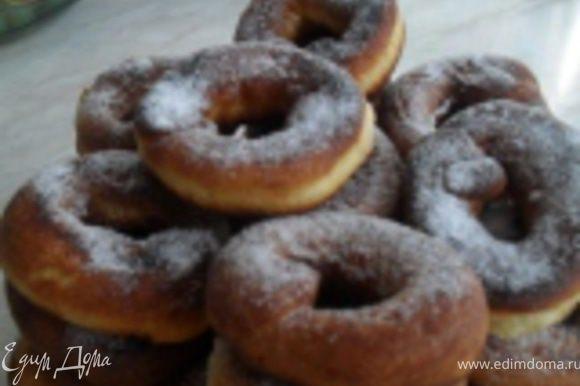 ...ну все,готовые пончики подаем, посыпав сахарной пудрой, приятно аппетита!:)