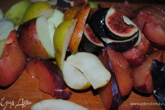 фрукты порезать.