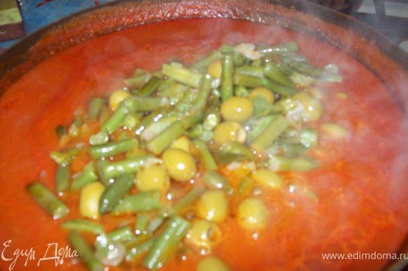 добавляем в томатную смесь и даем пару минут покипеть.