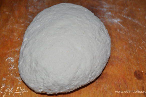 Замесить тесто(кефир,творог,соль,мука,сода)