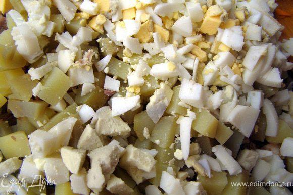 2) Телятину, картофель и яйца порезать кубиками.