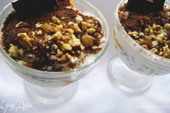 Украшаем орешками, кусочками шоколада. Отправляем в холодильник на 30 минут. Все! Быстро, полезно и очень вкусно!