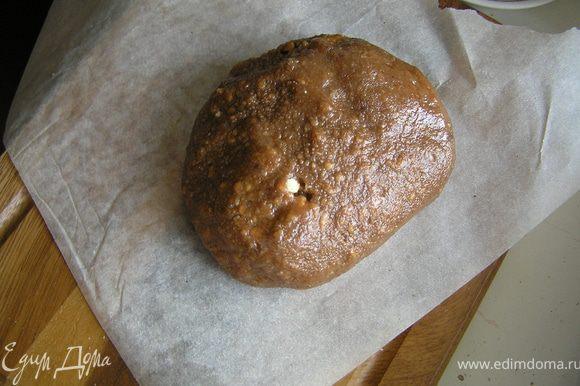 Замешиваем шоколадный фарш, можно руками и готовим пакет целлофановый, или же фольгу, бумагу для выпечки (что есть в наличии)