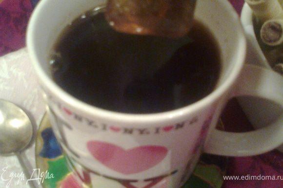 """Знакомая ситуация?Молока в кофе нет(или нет настроения пить""""белый""""кофе),а разбавлять водой-не пойдёт!Кидаем кофейный кубик и он растворится мгновенно!"""