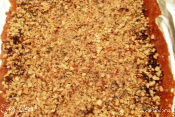 орехи, и поливаем мёдом, 2-3 ложки достаточно