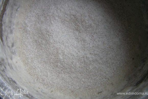 Затем к опаре добавить соль, 1-2 ст.л. растительного масла и ржаную муку,