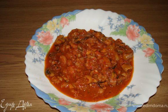 Приятного аппетита! Оставшийся томатный соус очень хорош со спагетти.