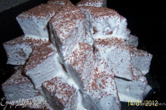 Сверху натереть на мелкой тёрке тёмный шоколад или растопить и налить его. На некоторое время оставить торт в прохладном месте, чтоб крем впитался, он будет таять во рту. Приятного чаепития!!!