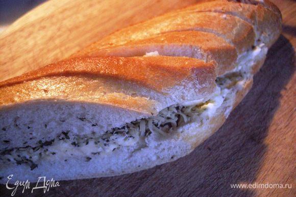 …запеченным внутри c сыром пармезаном со сливочным маслом,c сушеным базиликом и орегано.