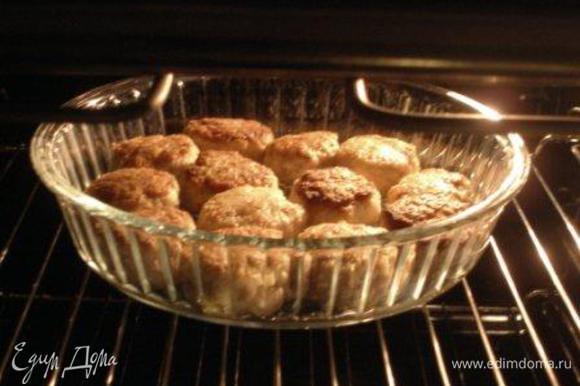 Выложить котлеты в форму и поставить в духовку на 20-30 мин. при 180С.