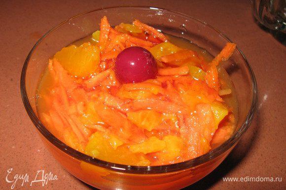 Накрываем пленкой, ставим в холодильник для охлаждения.Выкладываем в посуду для подачи, украшаем любым фруктом. Как опция, можно добавлять изюм/курагу/чернослив/орехи.
