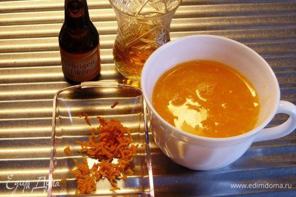 Первым делом снять с 1 клементина-мандарина цедру, а затем из 3 выдавить сок. Получилось мл 150 сока, в который насыпать сахар и хорошо перемешать.
