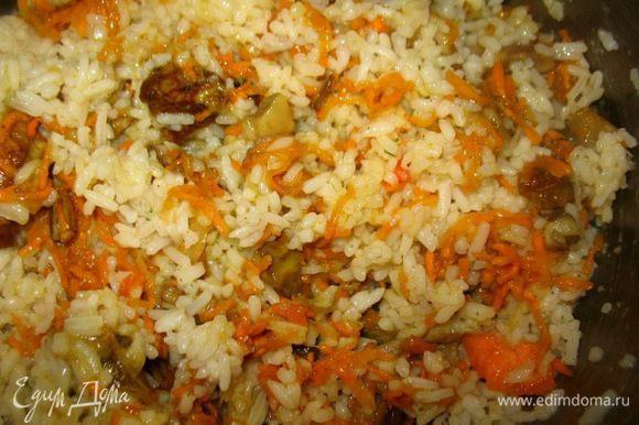 Для начинки:отварила рис,поджарила белые грибы,лук,чеснок,сырое яйцо,специи...морковка