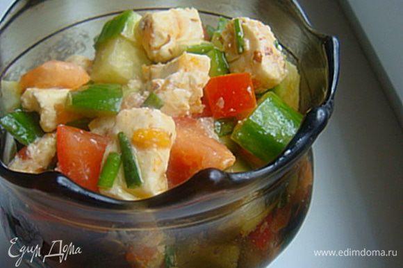 4.Заправить салат и подавать к столу. 5.Очень просто и очень вкусно. Отличная альтернатива греческому салату