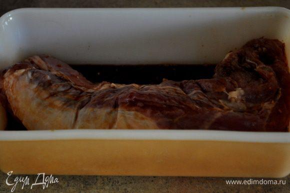 Затем добавить вырезку свинины. Мариновать 30 мин.при комн.тем-ре или можно на ночь в хол-ке.