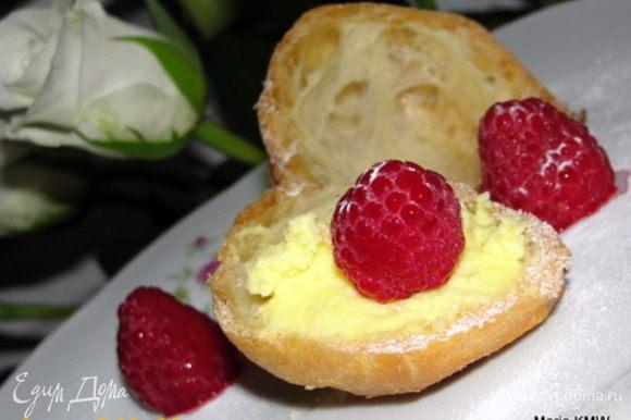Украшаем ягодками или по-вкусу! Приятного праздника Вам!