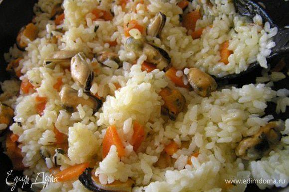 Если не торопитесь, накройте готовый рис полотенцем и оставьте на 15 минут для лучшего вкуса. Приятного аппетита!