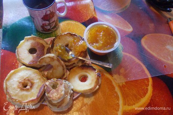 Подавайть с апельсиновым джемом, медом, вареньем или кленовым сиропом.Приятного аппетита!;-)