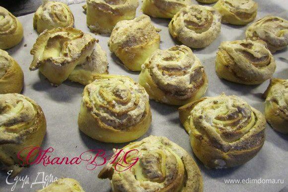 Печенье должно стать золотистым, белок должен хорошо подсушится. При необходимости увеличить время выпечки.
