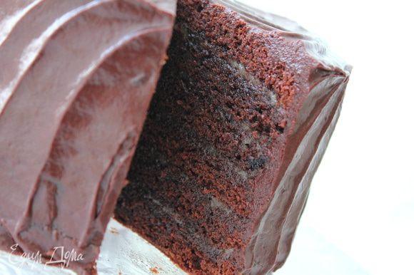 ***мои комментарии - торт очень насыщен по вкусу, он достаточно тяжелый по весу, хоть и небольшой в диаметре, поэтому пишу количество порций на 12 человек,потому как его много не съешь, он плотный и даже от маленького кусочка получаешь всю гамму вкусового наслаждения!... Карамели можно не жалеть и поливать щедро, все впитается:)