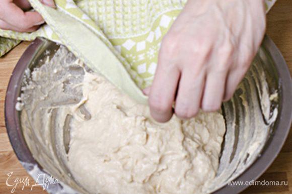 Соединияем обе смеси, накрываем и оставляем подойти на 1 час и более ( я ставлю миску с опарой в теплую духовку).