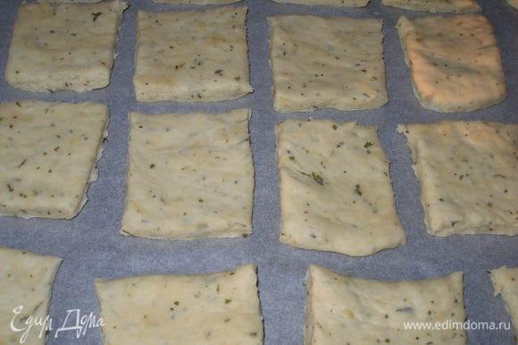 Выкладываем на противень и выпекаем в духовке 15-20мин. при 220С. У меня булочки были готовы через 16 минут. Подавать булочки теплыми с маслом :)