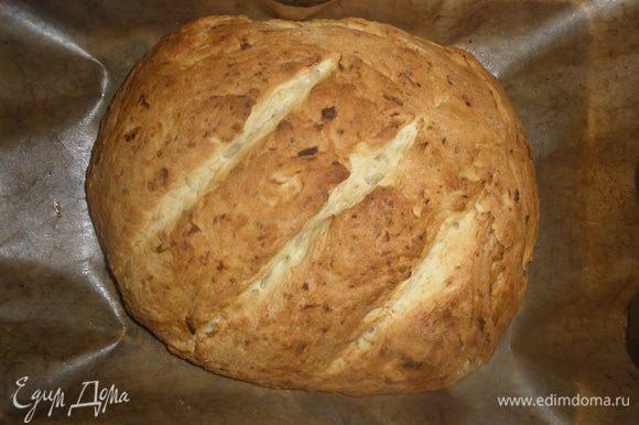 Вынуть хлеб из духовки, накрыть полотенцем и дать отдохнуть в течение часа.