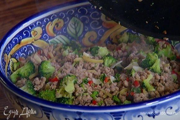 Выложить свинину с брокколи в хорошо прогретое керамическое блюдо и сразу подавать или затянуть пищевой фольгой и поставить в теплое место, чтобы не остыло.