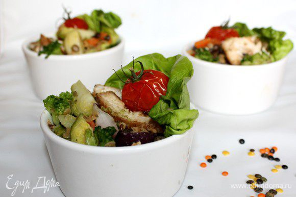 Для соуса взбить в блендере авокадо и чеснок,добавить остальные ингредиенты и взбить ещё раз до однородной пасты.Приятного аппетита!