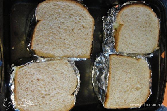 И закрываем ломтиком хлеба.