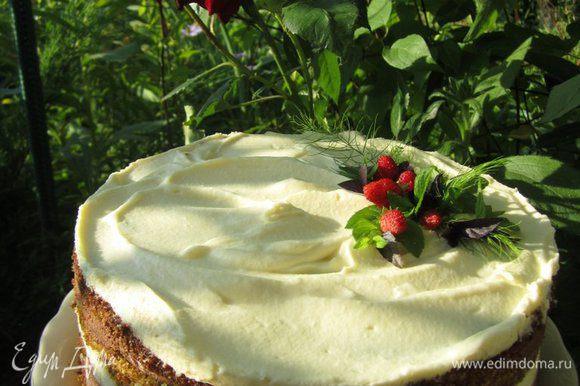 Вот такой, с первого взгляда, обычный торт, может удивить ваших гостей разрезом и вкусом)