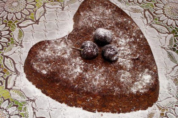 Дать остыть, вынуть, аккуратно перевернув на тарелку, посыпать сахарной пудрой, украсить черешней.