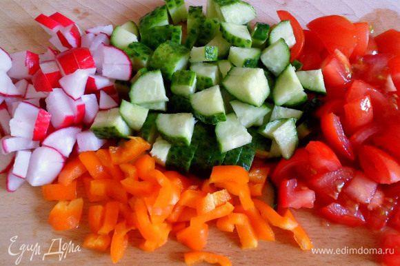 овощи режем на кусочки