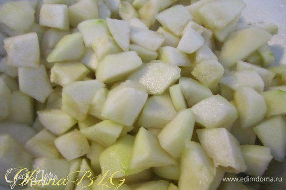 Груши очистить, порезать не мелкими кусочками. Залить лимонным соком, добавить 2 ст.л. сахара, вермут, хорошо перемешать оставить на 15-20 минут.