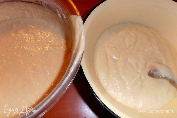 Делим тесто на две равные части, если задумали печь разные кексы!