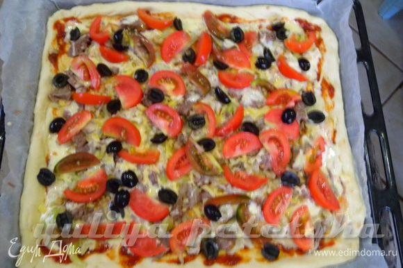 Вторая пицца на противень. Дать постоять около 10-15 минут.