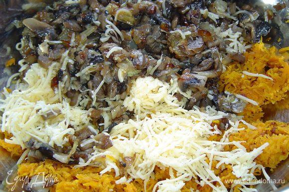 Пока тесто запекается, готовим начинку. Для этого обжариваем лук,нарезанный мелкими кубиками, затем добавляем морковь, натертую на терке, а в конце добавляем измельченные грибы. Когда овощи будут готовы, к ним сразу же добавляем натертый на мелкой терке сыр и хорошенько перемешиваем. Начинка готова!