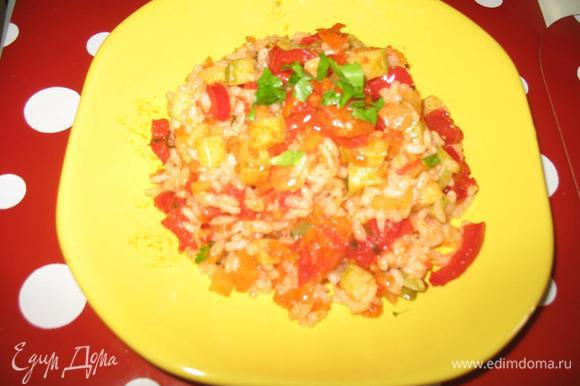 Перед едой можно смешать рис с овощами