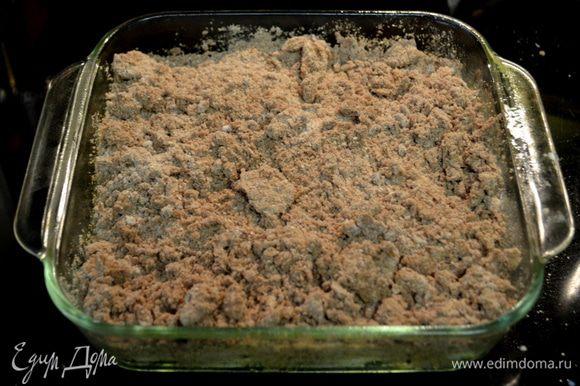 Выложить поверх бананов и шоколадного микса.Поставить в разогретую духовку на 15-20мин.Дать остыть.