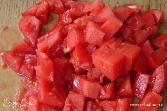 6б.. Добавить в кастрюлю морковь,листочки свежего розмарина, очищенные от кожуры и порезанные на кубики помидоры... (если готовите в томатном соусе)...