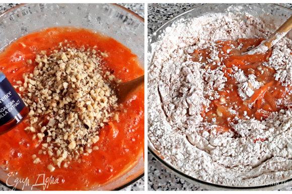 В миске соединить сахар, масло и яйца. Слегка взбить деревянной ложкой. Добавить тертую морковь (слегка отжать сок), орехи, ванильную эссенцию или ванильный экстракт. Смешать все с сухими ингредиентами, тесто должно быть мягким и почти жидким.