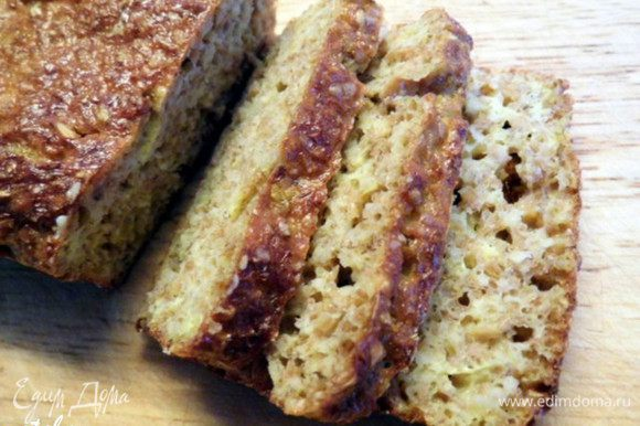 Достать форму из духовки. Достать хлеб из формы. Выложить его на решётку и накрыть льняной салфеткой. Оставить остужаться на 1 час. Теперь можно и обедать... Приятного аппетита!!!