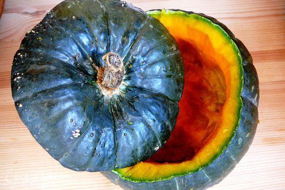 Срезать шапочки и удалить семена и часть мякоти, оставив на стенках 1-1,5 см...