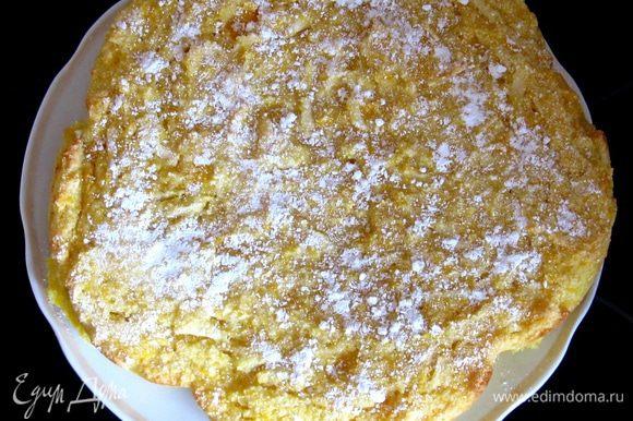 Смешать сахар с тыквой и яблоком,добавить кефир. Разрыхлитель смешать с мукой и смешать с полученной массой.Добавить ваниль.
